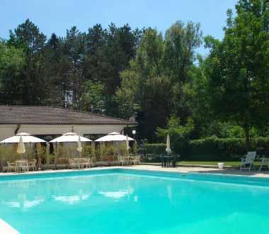 campeggio-piscina-costacciaro-rio-verde