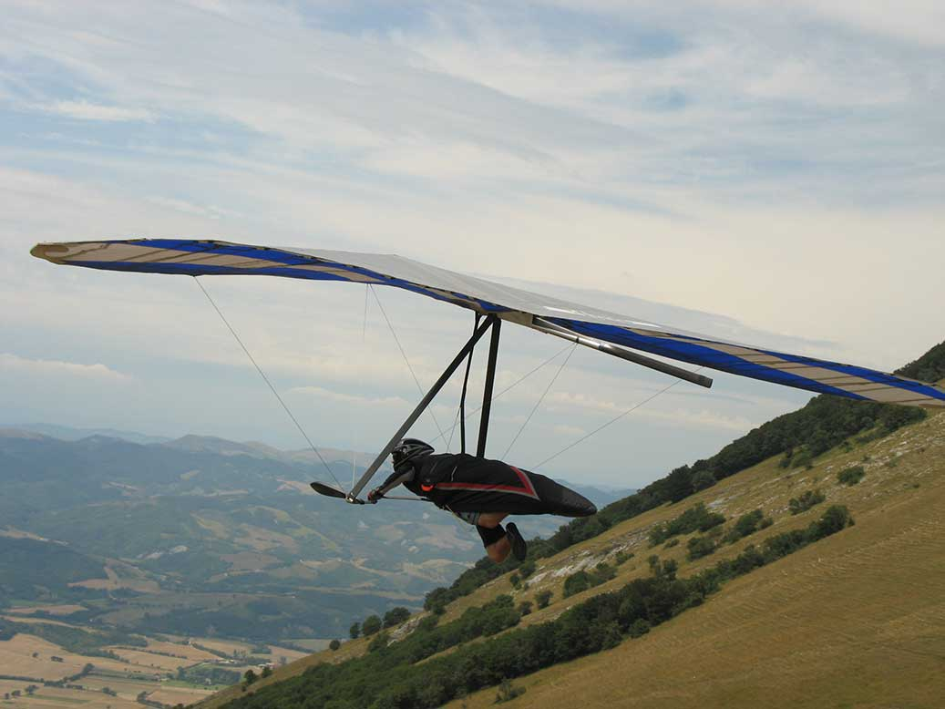 decollo-deltaplano-monte-cucco